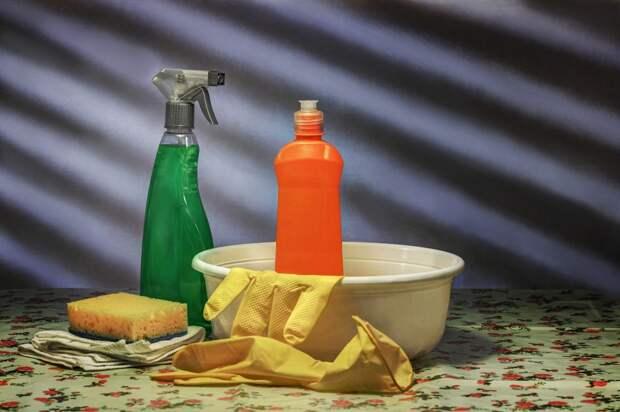 В подъезде дома на улице Сайкина помыли полы