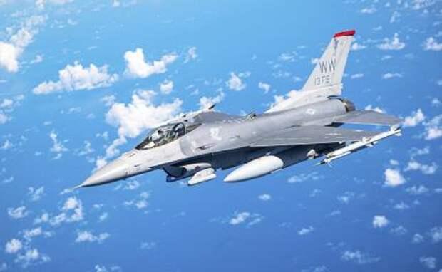 На фото: истребитель F-15