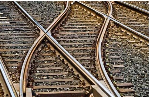 На Украине пассажирский поезд сошел с рельсов
