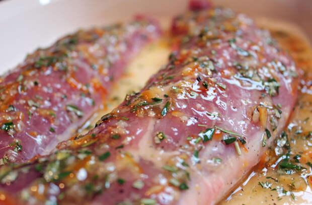 Маринуем свинину: мясо превращается в сочную вкусноту