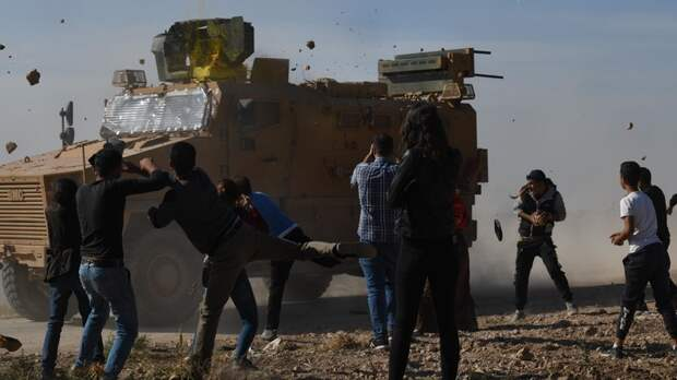 """""""Их всегда будут встречать камнями"""": Военкор узнал, почему курды атаковали конвой России"""