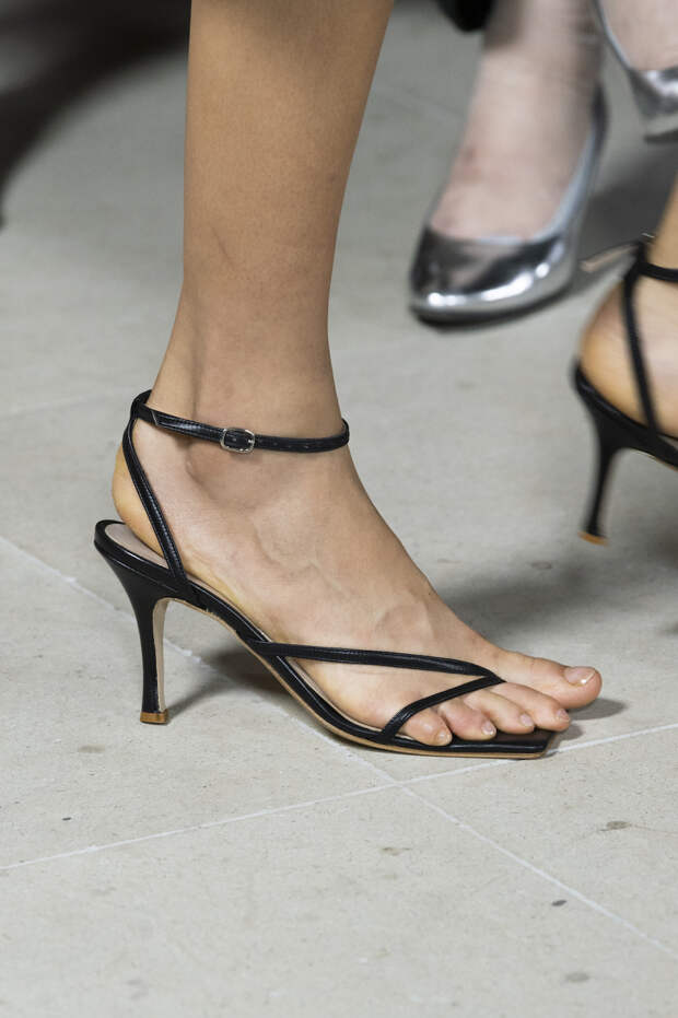 Обувь сезона весна-лето 2020: вьетнамки, вязаные сапоги и «мамины мюли» (фото 3)