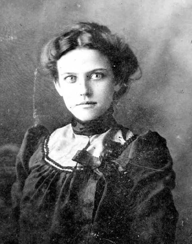 Женщниа 1890-х