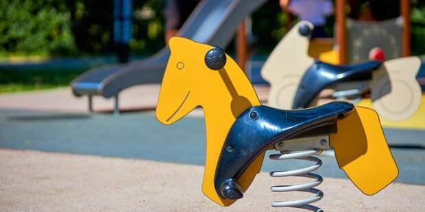 Качели на детской площадке на Ленинградке отремонтированы — «Жилищник»