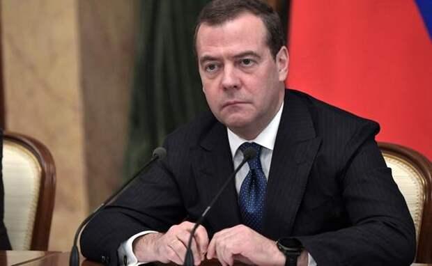 Медведев допустил введение обязательной вакцинации против COVID-19