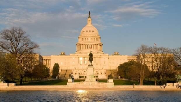 Глава ФБР три часа пугал Конгресс «вмешательством России» в выборы президента США