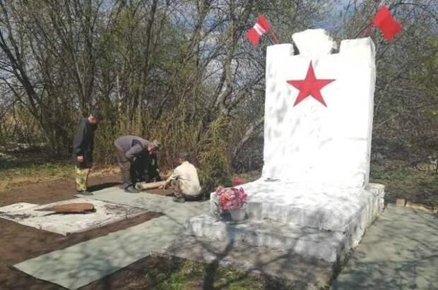 Памятник погибшим в годы ВОВ восстановили под Новосибирском