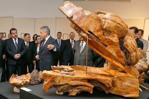 Средства от продажи работ Сергея Шойгу пойдут на благотворительность