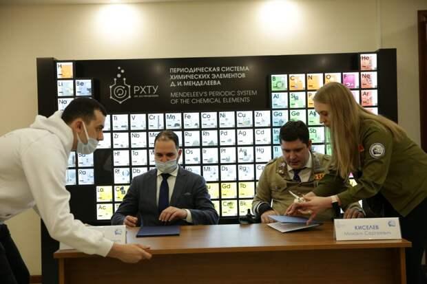 Студенты РХТУ им. Менделеева будут работать в студотрядах