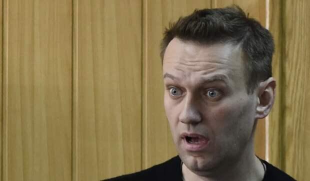 Уважаемые люди поспорили: расстрелять Навального или повесить