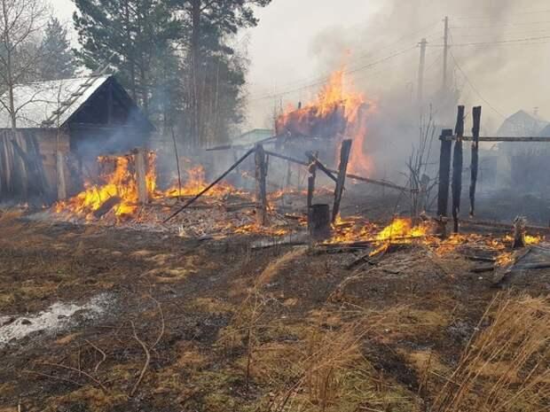 В Приангарье горят 24 дома, есть угроза распространения