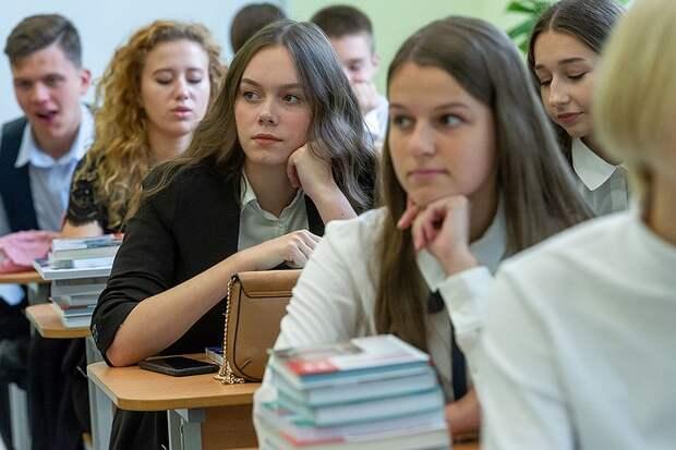 Все школы страны снова хотят сделать государственными