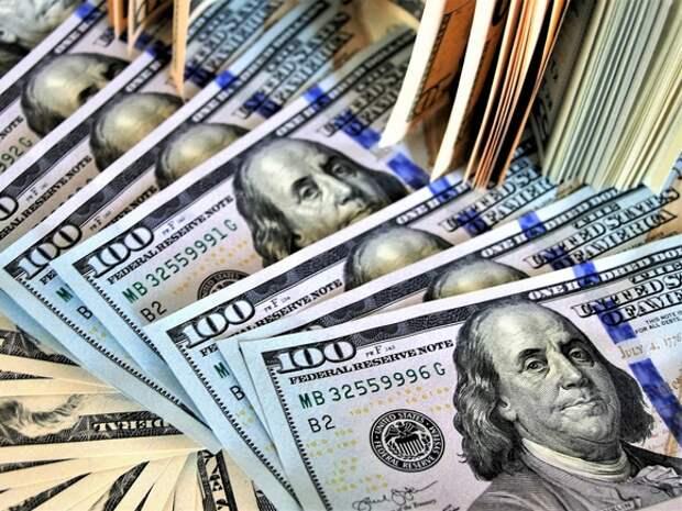 В России выявили рекордное за 10 лет количество фальшивых долларов и евро