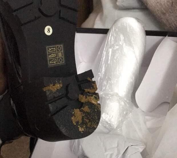 Жительница Великобритании при заказе получила ботинки в экскрементах