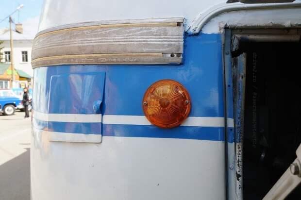 Ещё одна забавная мелочь — лючок для заправки водой системы охлаждения. Более поздние ЛАЗы его утратят ЛАЗ, авто, автобус, автомир, гагарин, космодром, лаз-695б, юрий гагарин