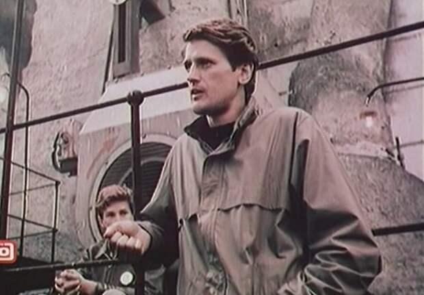 """Кадр из фильма """"Посредник"""" (1990)"""