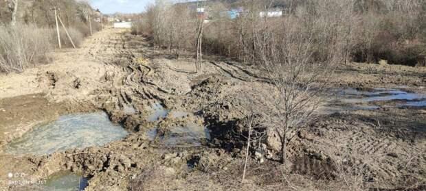 Очередной проложенный военными водовод прорвало в Севастополе