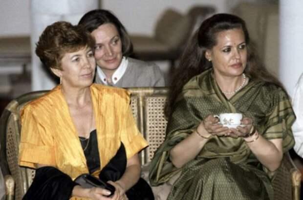 Раиса Горбачева на приеме в Дели во время официального визита в Индию, 1986   Фото: ria.ru