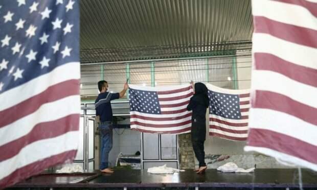 Иранская фабрика производит флаги США, Великобритании и Израиля для сожжения