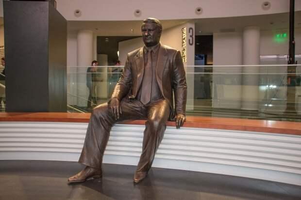 «Ельцин-центр»: храм демократии или неоязыческое капище?