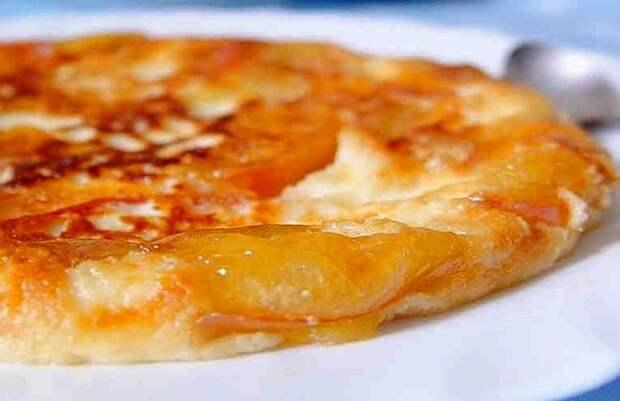 Омлет с яблоками на сковороде