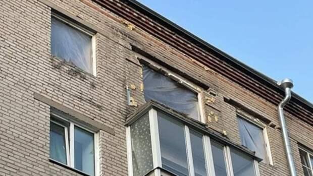 Рабочие закончили укреплять перекрытия в квартире после хлопка газа в Барнауле