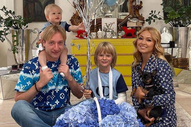 Яна Рудковская и Евгений Плющенко отметили год со дня рождения младшего сына