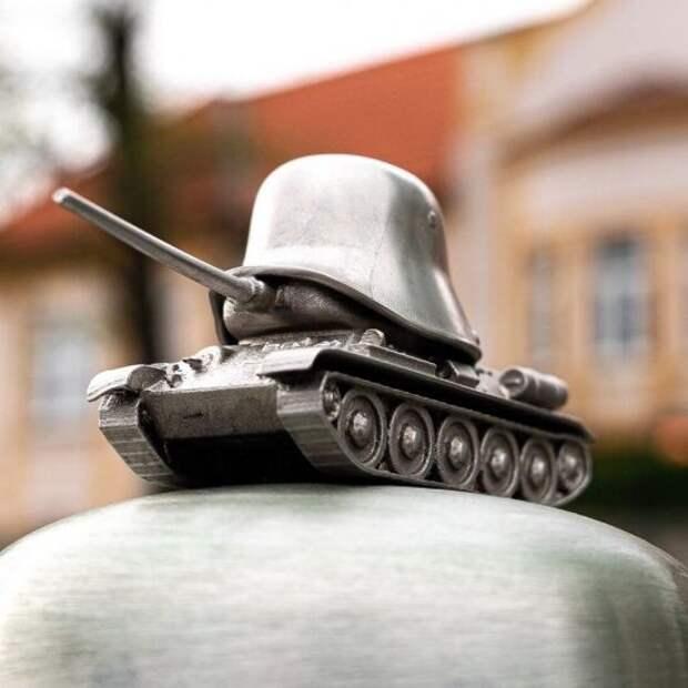МИД РФ предложил Чехии способ урегулирования конфликта со сносом памятника Коневу