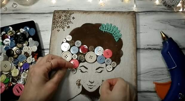 Самые простые пуговицы и гофро-картон и у вас настоящее произведение искусства