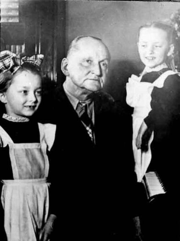 Вертинский с дочерьми.