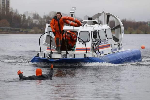 Спасатели предупредили о сходе льда на водоемах северо-запада столицы