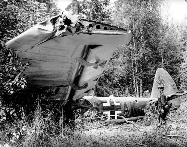 Летом 1941 года Гитлер сделал ставку на блицкриг, но воины Красной Армии, несмотря на тяжкие потери, сорвали планы молниеносной войны и нанесли Вермахту большой урон