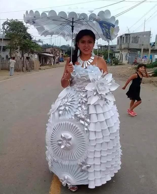 Свадебное платье из посуды
