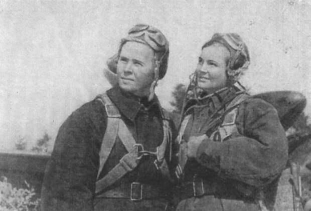 Командир Мария Долина (слева) и штурман Галина Джунковская