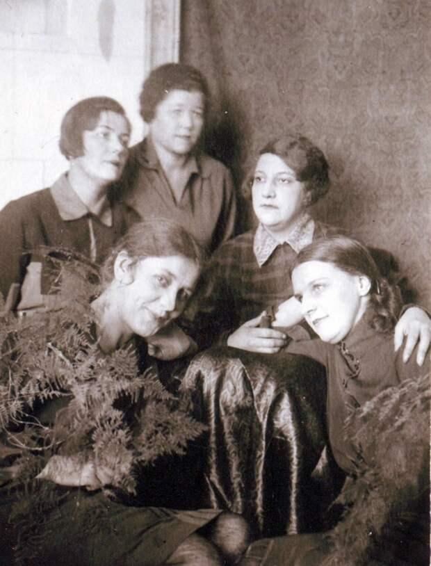 Жёны командиров Красной Армии. Фото: 1930 г. Источник: https://viromiro.livejournal.com/