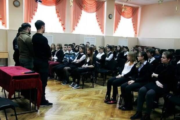 """Русский неонацист из """"Азова"""" рассказал о """"боевых подвигах"""" киевским гимназистам"""