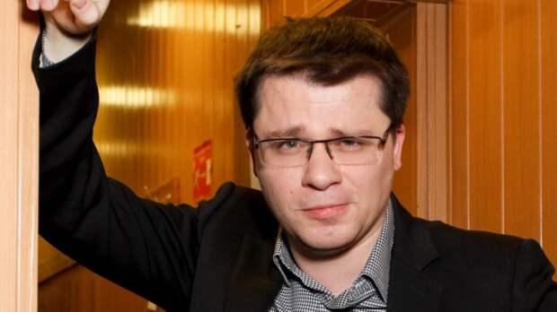 На те же грабли: Харламов вышел в свет с копией бывшей жены