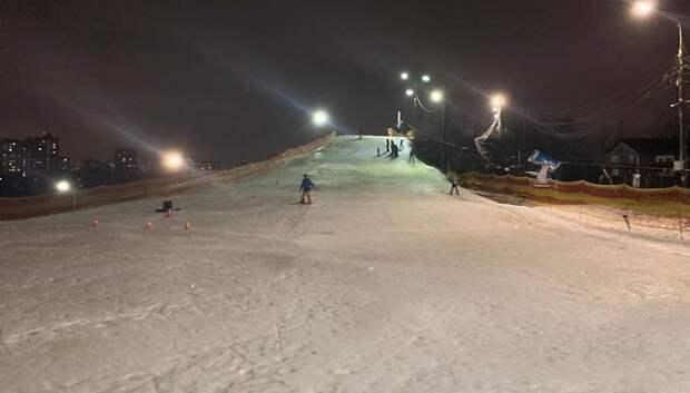 Учебный склон горнолыжного комплекса в Подольске популярен среди горожан