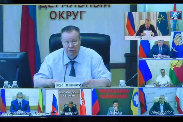 Глава Адыгеи принял участие в приеме граждан, проводимом полпредом Президента РФ в ЮФО Владимиром Устиновым
