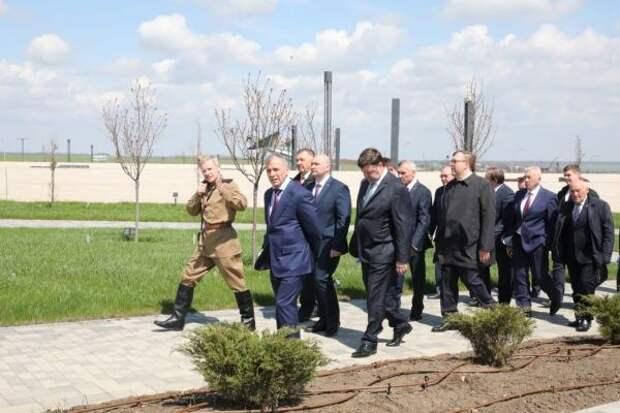 Владимир Константинов посетил мемориальный комплекс «Самбекские высоты» в г. Ростов-на-Дону