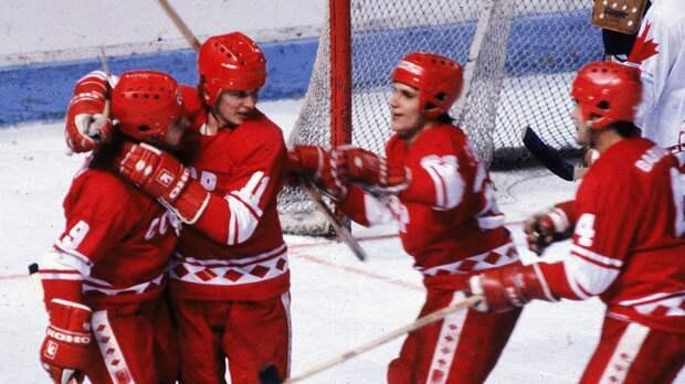 Великий гол Ларионова вфинале Кубка Канады. 39 лет назад сего шайбы начался разгром «Кленовых листьев»