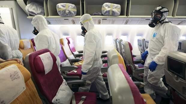 Дезинфекция пассажирского самолета одной из таиландских авиакомпаний