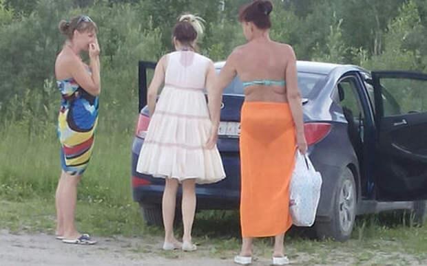 Мама с бабушкой возили детей на пляж… в багажнике