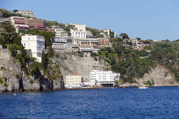 Эксперты допустили закрытие отелей на курортах Италии
