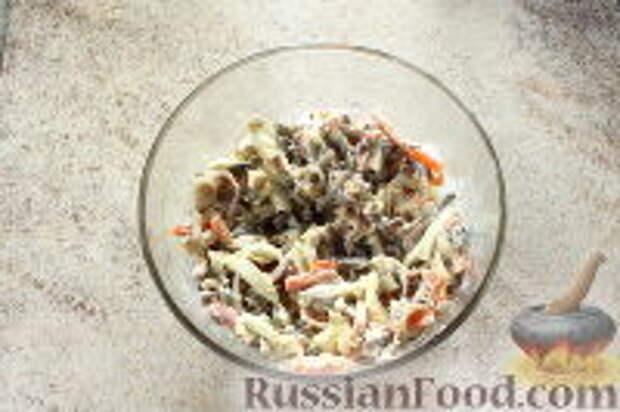 """Фото приготовления рецепта: Салат """"Ласточкино гнездо"""" - шаг №10"""