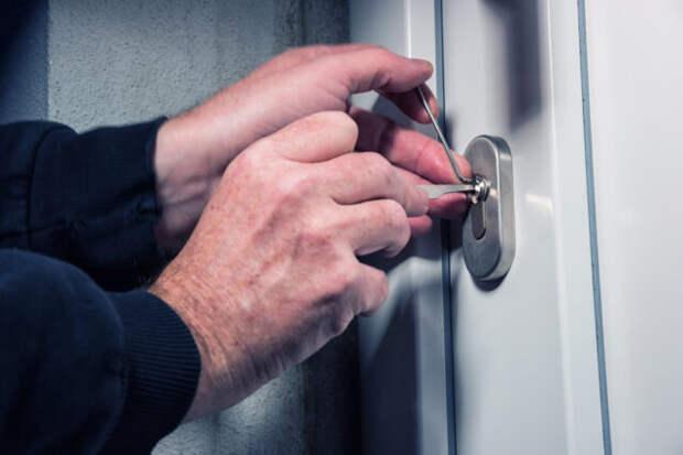 Как защитить свой дом от вскрытия двери отмычками