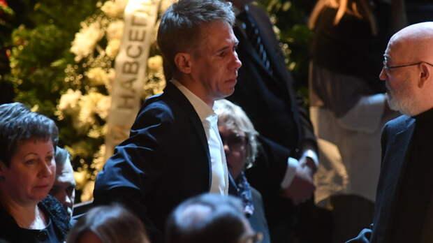 Панин устроил скандал на похоронах Кокшенова. Гаспарян задал неудобный вопрос о его бегстве