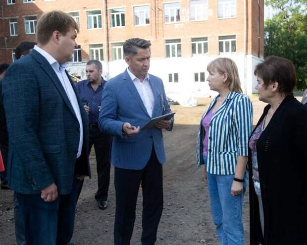 Глава Ижевска Олег Бекмеметьев проверил готовность школы №64 к учебному году