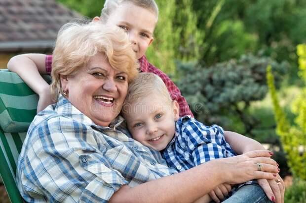 Бабушка и отношение к внукам