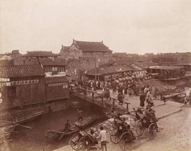 Ворота в старый город, Шанхай, ок. 1890 г.